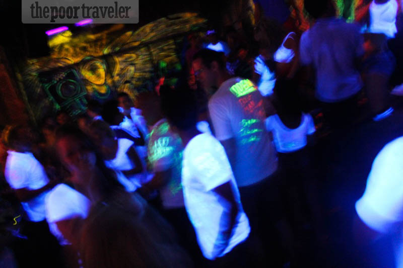 partying-pub-street-siem-reap